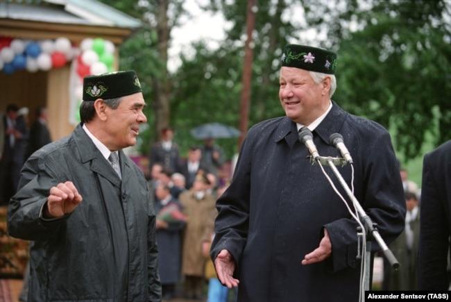 Минтимер Шаймиев и Борис Ельцин в Татарстане, 1996 год