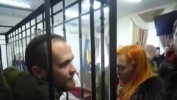 Васіль Парфянкоў адказвае на пытаньні журналістаў у судзе. Мабільнае відэа