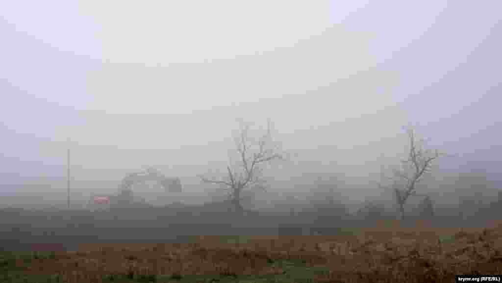 Поворот на «крылатую» гору у села Подгорное внезапно заволокло туманом со стороны моря