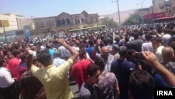 Шираз шаарындагы нааразылыкка чыккандар, 2-август, 2018-жыл.