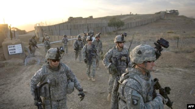 U.S. soldiers patrol near Afghan-Pakistan border