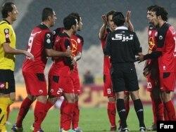 بازی تیمهای پرسپولیس و سپاهان در ورزشگاه آزادی تهران