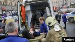 Взрыв в метро Санкт-Петербурга назвали терактом (фотогалерея)
