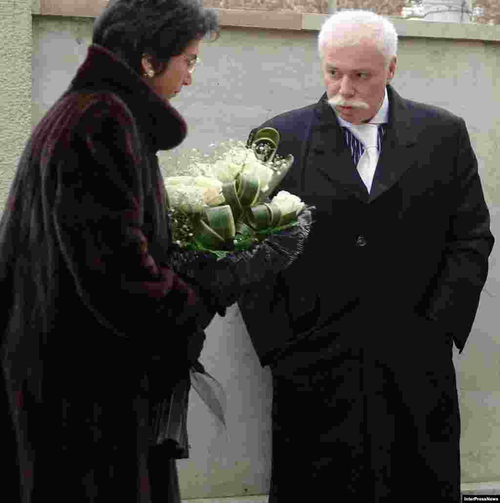 Нино Бурджанадзе и Бадри Патаркацишвили во время похорон премьер-министра Грузии Зураба Жвания. Грузия. Тбилиси, 6 февраля 2006 года