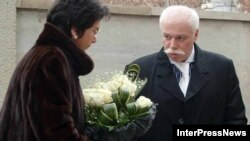 Оказалось, что Патаркацишвили только тем и занимается, что «пытается дискредитировать Грузию и президента на международной арене»