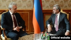 Armenian President Serzh Sarkisian (right) meets with Viktor Khristenko, chairman of the Eurasian Economic Commission's Board.
