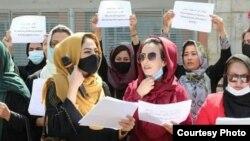 Кабул. Акцияга чыккан аялдар.
