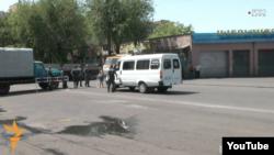 Поліцейський кордон на вулиці Хоренаці, де розташована захоплена будівля полку патрульно-постової служби, Єреван, 30 липня 2016 року