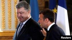 Петр Порошенко и Эммануэль Макрон. Париж, 26 июня 2017 года