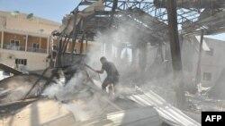 """Үкіметшіл Al-Ikhbariya (""""Әл-Ихбария"""") телеарнасы ғимаратының бір бөлігін шабуыл жасаушылар жарып жіберді. Дамаск, 27 маусым 2012 жыл."""