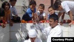 Население центральноазиатских республик относится к «вероотступникам» с подозрением. Крещение у баптистов Бешкека