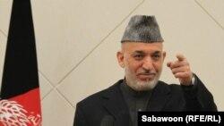 Ҳомид Карзай, раиси ҷумҳури Афғонистон зимни як нишасти хабарӣ дар Кобул, 26-уми феврали 2012.
