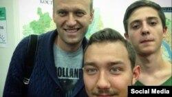 Активисты с Алексеем Навальным
