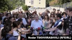 Імпровізована прес-конференція працівників Міносвіти Грузії в Тбілісі 29 травня 2012 року