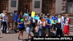 Kiev: protest of displaced people and volonteers (June 23, 2016)