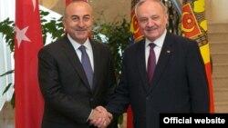 Mevlüt Çavuşoğlu primit de președintele Timofti la Chișinău