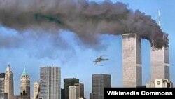 برج های تجارت جهانی در نیویارک هدف حملات تروریستی قرار گرفتند.