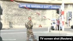 Військові біля вокзалу в Марселі, де стався напад, відеокадр 1 жовтня 2017 року