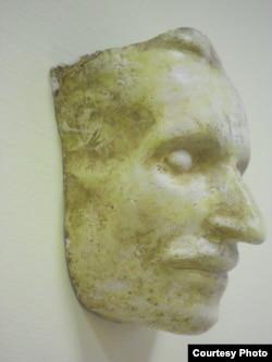 Посмертная маска Н.В.Гоголя из коллекции Павла Глобы (фото: Иван Толстой)
