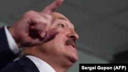 «Так, я дав сигнал по Тихановському. Я щось не так зробив? Я хвилювався за свою країну, за яку я досі відповідальний», – сказав Лукашенко
