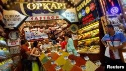Rusiyalı turistlər İstanbulda.