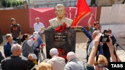 Перенос и торжественное открытие бюста Сталина в Пензе