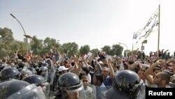 من تظاهرات 25 شباط