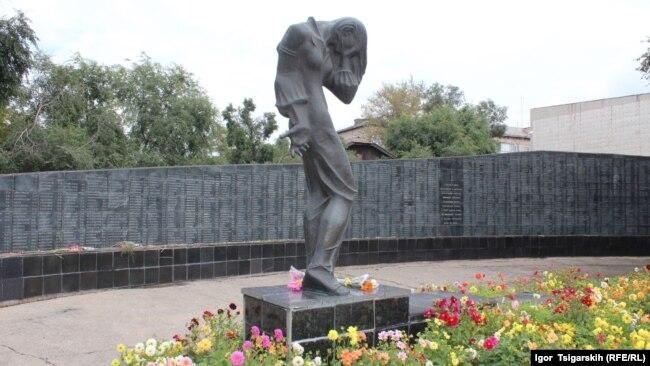 Памятник жертвам политических репрессий в Абакане