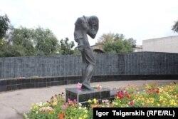 Пам'ятник жертвам політичних репресій в Абакані