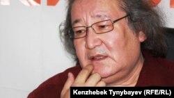 Болат Атабаев на онлайн-конференции на сайте Азаттык. Алматы, 13 июня 2012 года