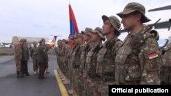 Армянские военнослужащие поднятые по тревоге в ходе недавней проверки боеготовности КСОР ОДКБ.