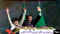 محمود احمدینژاد در مراسم دولتی ۲۲ بهمن