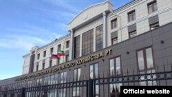 Татарстанның Транспорт һәм юл хуҗалыгы министрлыгының бер телдә генә язылган тышкы ягы