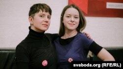 Удзельніцы гендэрнага праекту Makeout Віка Біран (зьлева) і Даша Рамановіч.
