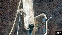 Ш.Кореядаги ракета учириладиган Тонгчангни объектининг сунъий йўлдошдан олинган сурати, 2012 йил 30 март.