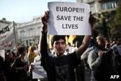 Участники демонстрации протеста против миграционной политики ЕС. Афины, 22 апреля 2015 года