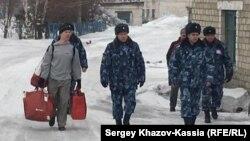 Русия фаъоли сиёсӣ Илдар Дадинро аз зиндон озод кард