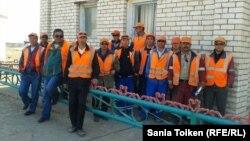 Жетібай теміржол станциясындағы наразы жұмысшылар. Маңғыстау облысы, 24 қыркүйек 2014 жыл.