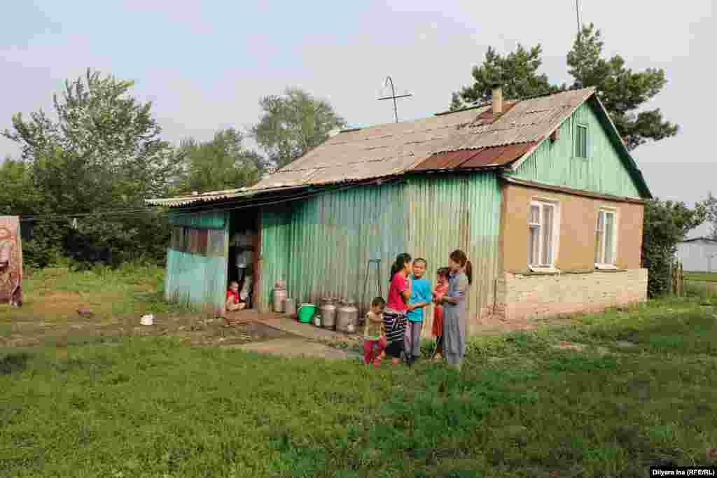 У Зулкайнара Ергашева и его жены Зухры семеро детей.