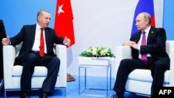 Германија-рускиот претседател Владимир Путин и турскиот Реџеп Ердоган разговараат за време на самиот на Г20,08.07.2017
