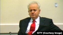 Slobodan Milošević tokom suđenja pred Haškim sudom