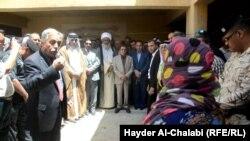 وفد من عشائر العراق يزور نازحي الانبار في بابل