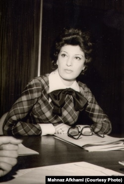 مهناز افخمی در نخستین نشست مطبوعاتی سازمان زنان ایران