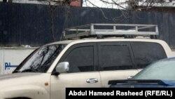 آرشیف، با وجود منع گشت و گذار موترهای شیشه سیاه در کابل هنوز هم برخی زورمندان با چنین موترهای گشت و گذار میکنند.