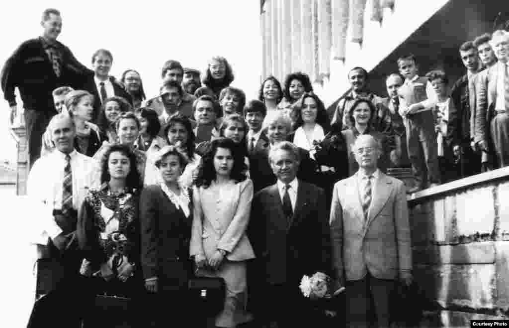 Журналистика факультеты студентлары.1990нчы еллар
