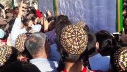 Türkmen hökümeti 'ikiýüzli' çäklendirme syýasatyny ýöredýär