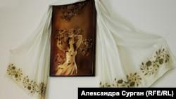 Біла марама матері Гульшан, яка повернулася до Криму після депортації