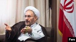 وزیر پیشین اطلاعات میگوید دستگاههای امنیتی ایران نیازی به پرستو ندارند و میتوانند از مسائل مالی و سیاسی برای پیدا کردن نقطه ضعف افراد استفاده کنند.