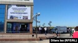 Здание, где проходит выставка ташкентских товаропроизводителей. Шымкент, 12 мая 2017 года.