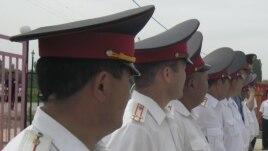 Кыргызстанда буга чейин да милиция кызматкерлери маңзат менен кармалган